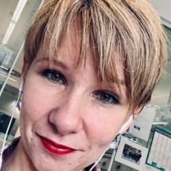 Dr Anna  Albecka-Moreau